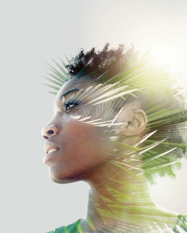 Phonak_Audeo_Paradise_woman_rustling_palm_leaves