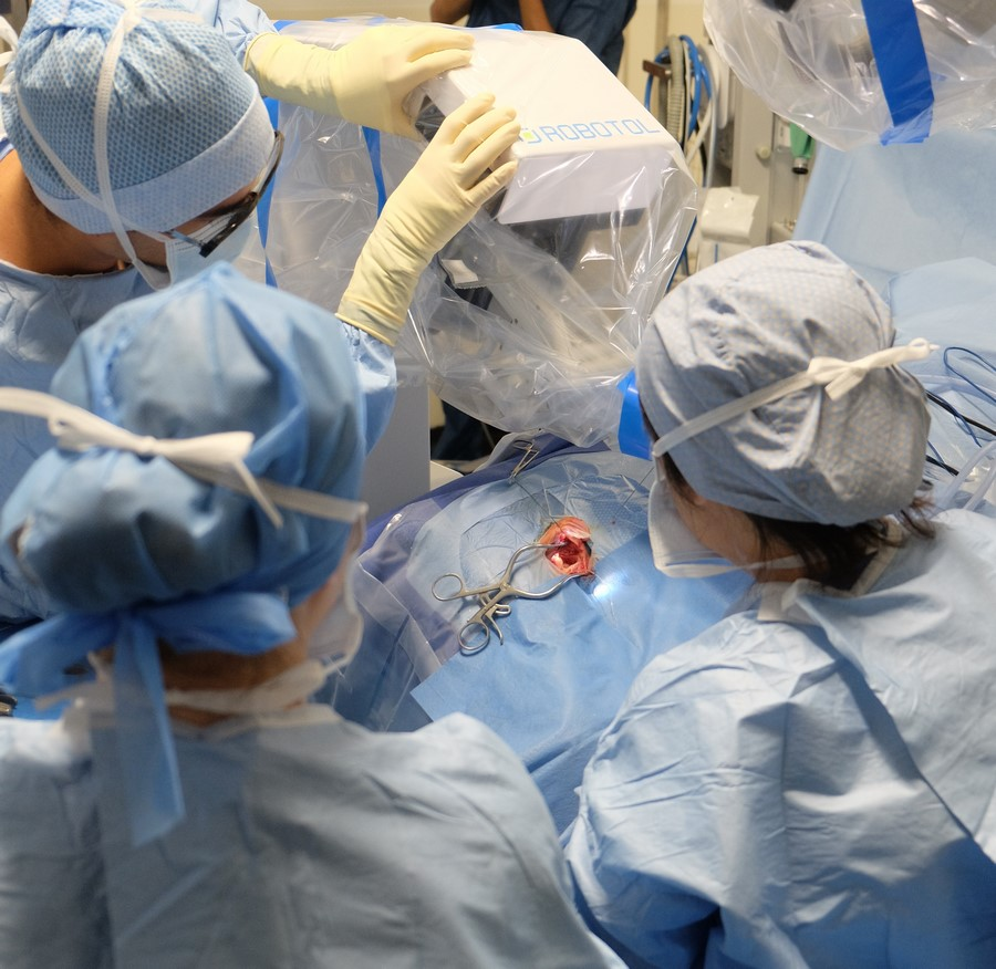 Reportage Robotol Implant cochleaire pitie salpetriere bloc operatoire photo1